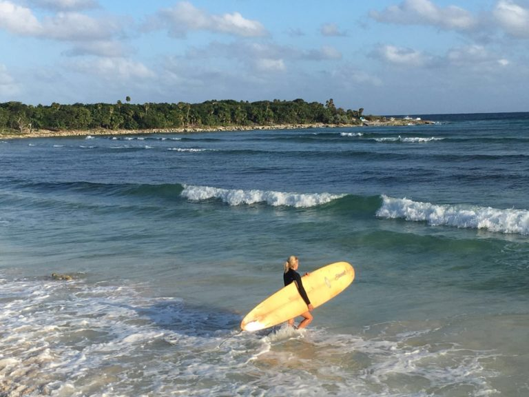 Learn to surf on Cozumel: Surfing on Cozumel - Leon Tours