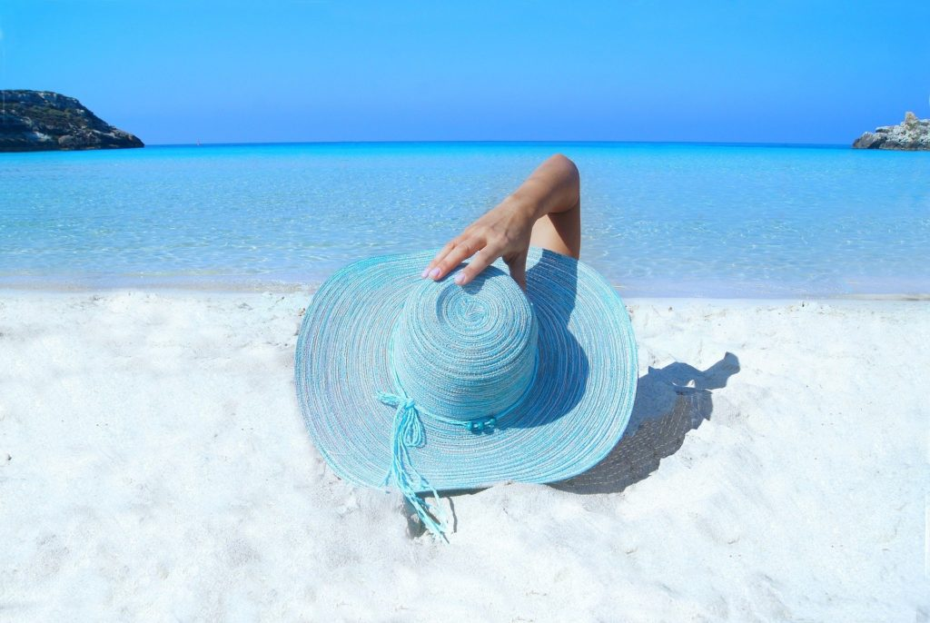 Coral friendly sun protection: Biodegradabe sunscreen
